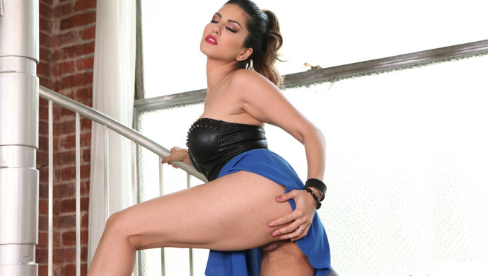 Sunny's Sexy Blue Skirt, Scene #01